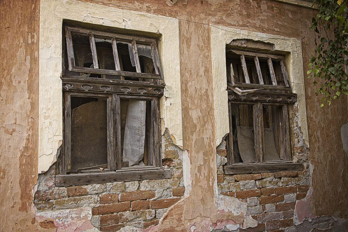 An old desolate house